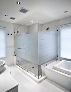 Стъклена душ кабина